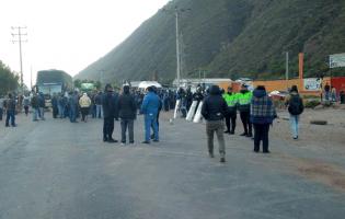 Paro por el Gasoducto Sur inicia con bloqueo de vías en ingresos a regiones del sur