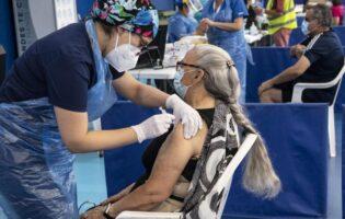 """Coronavirus: El 78 % de chilenos está """"orgulloso"""" de la exitosa vacunación, según sondeo"""