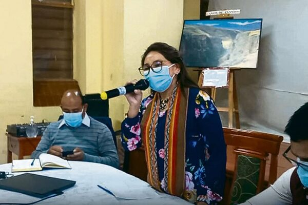 Cusco: concejo municipal decide suspender por 30 días a alcaldesa de Canchis
